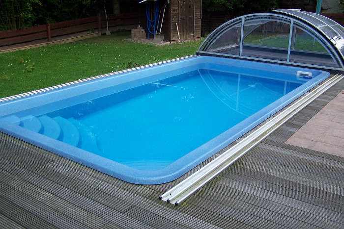 Stylisches Swimmingpool Becken